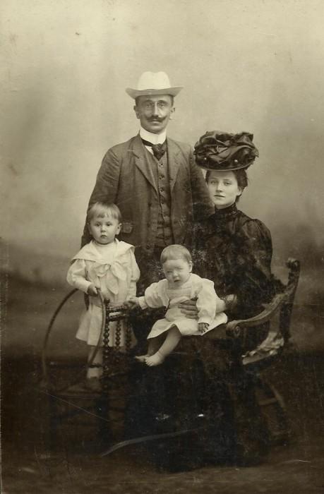 Stanisław Dobrzycki z rodziną we Fryburgu